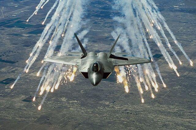 File:800px-F-22 flares.jpg