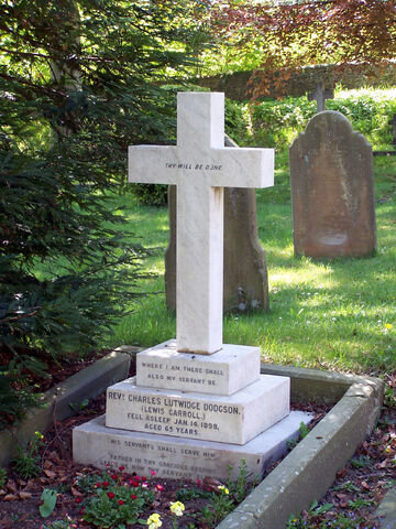 File:Grave of Lewis Carroll-5380.jpg