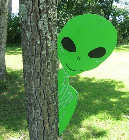 File:Alien Tree Peeker.JPG