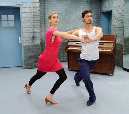 Datei:Awz-jan-marco-und-sarah-beim-tanzen.jpg