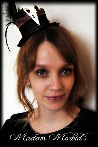 File:Madam Morbid Gothic Victorian Real Crow Skull Lace Mini Top Hat.JPG