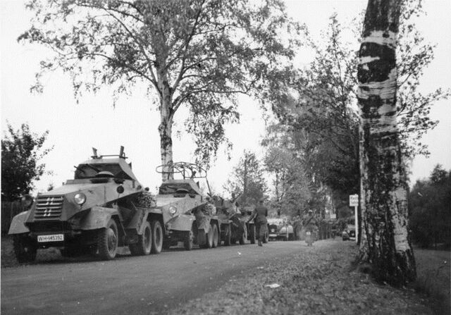 File:Panzerspähwagen crossing German-Czech border October 1, 1938.jpg