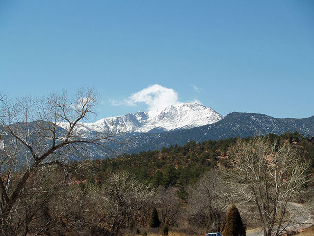 File:Pikes Peak from the Garden of the Gods by David Shankbone.jpg