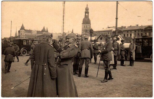 File:German officers riga ww1.jpg