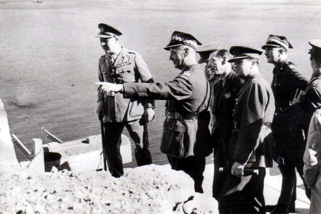 File:Sikorski in Gibraltar.jpg