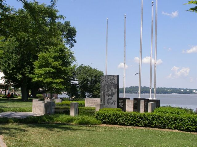 File:Owensboro KY Military Memorial.JPG.jpeg
