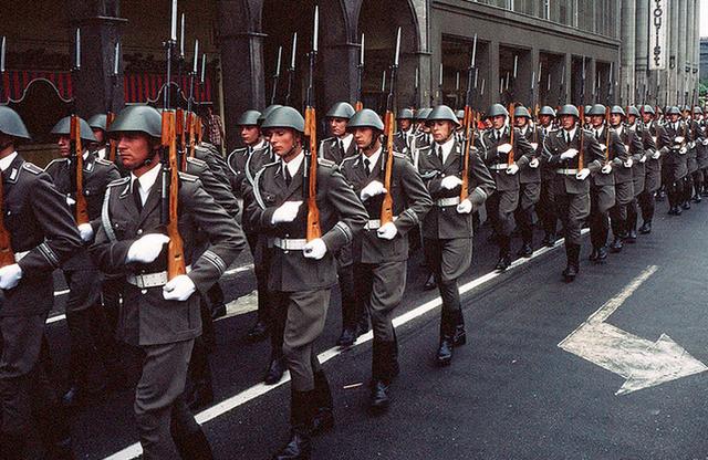 File:German troops in Paris.png
