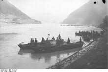 Bundesarchiv Bild 102-12181, Österreich, Pioniere beim Brückenbau