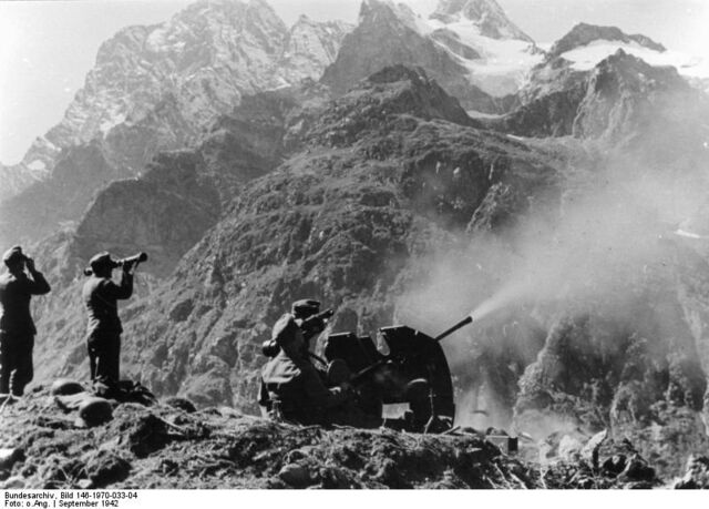 File:Bundesarchiv Bild 146-1970-033-04, Russland, Kaukasus, Gebirgsjäger.jpg