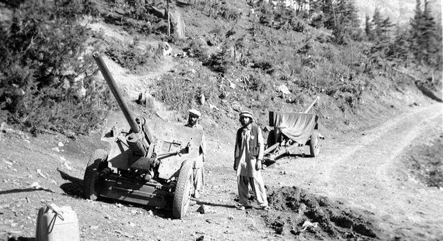 File:800px-August 1984 - captured field guns in Jaji, Paktia.jpg