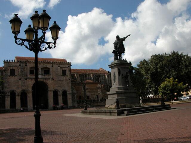 File:Parque Colon.jpg