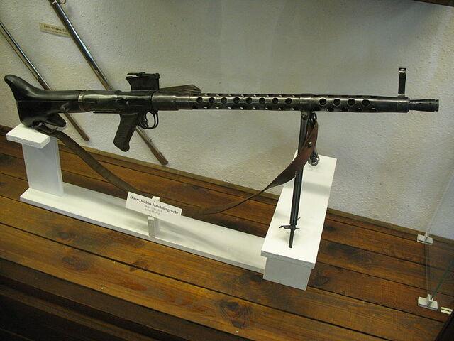 File:800px-1671 - Salzburg - Festung Hohensalzburg - Österreichisch leichtes Maschinengewehr.jpg