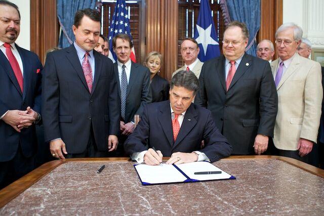 File:2011-05-23-Capitol-SB18-BillSigning-1.jpg