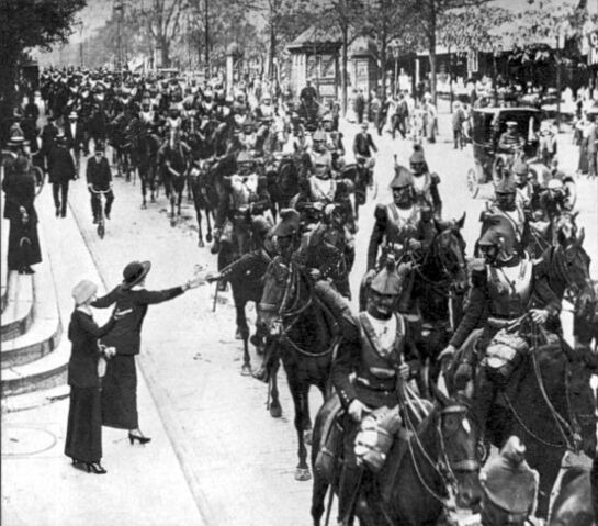 File:French heavy cavalry Paris August 1914.jpg