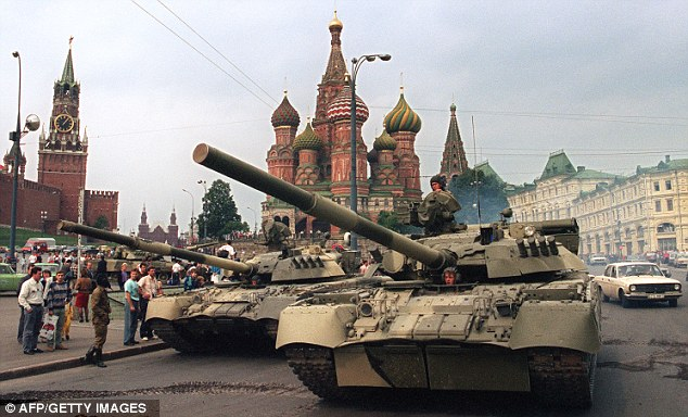 File:Tanks in Moscow.jpg