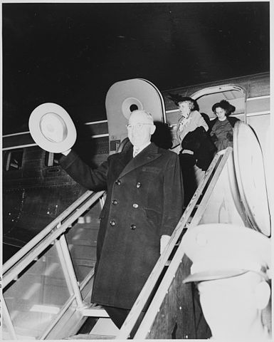 File:385px-President Harry S. Truman coming down an airplane ramp, waving his hat. Bess Truman and Margaret Truman are behind him. - NARA - 199957-1-.jpg