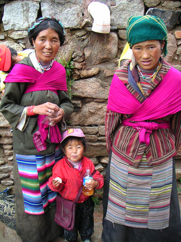 File:450px-Beggars at Drepung Monastery-1-.png