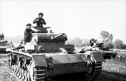 Bundesarchiv Bild 101I-318-0083-30, Polen, Panzer III mit Panzersoldaten