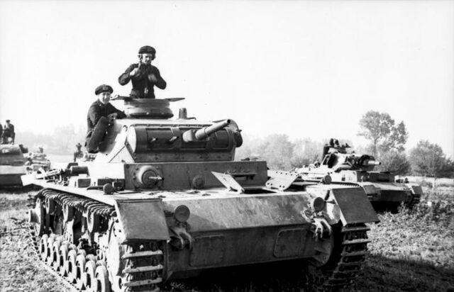 File:Bundesarchiv Bild 101I-318-0083-30, Polen, Panzer III mit Panzersoldaten.jpg