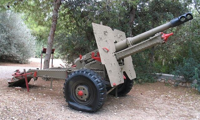 File:QF-25-pounder-beyt-hatotchan-2.jpg