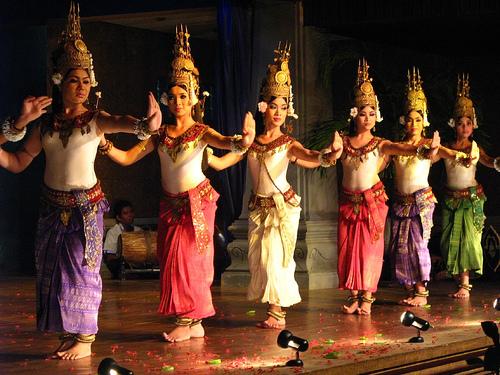 File:2012-03-27.12.10.05-cambodance.jpg