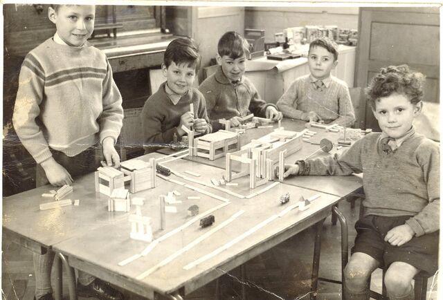 File:WIMBOLDSLEY 1950s PLAYING-1-.jpg