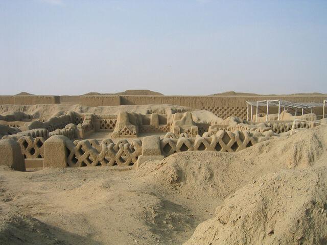File:Chanchan fishnet ruins.jpg