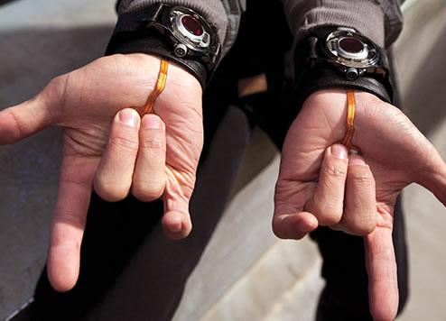 File:Disparadores-de-teia-na-EW-14Jul2011.jpg