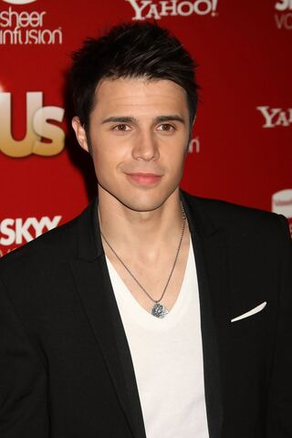 File:Kris+Allen+Weekly+Hot+Hollywood+2009+Arrivals+6XJKzinynoPx.jpg