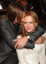 Keith-Urban-and-Nicole-Kidman-at-CMA-awards-Capitol-celebrity-couples-17052231-423-589