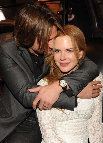 File:Keith-Urban-and-Nicole-Kidman-at-CMA-awards-Capitol-celebrity-couples-17052231-423-589.jpg