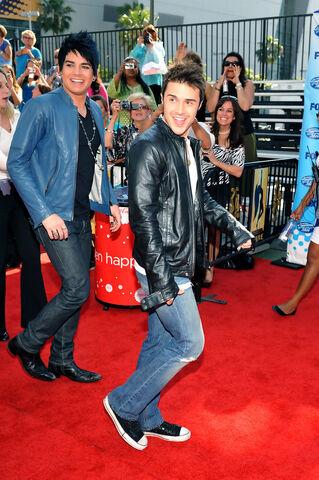 File:Kris+Allen+American+Idol+Grand+Finale+2009+Ejm6615YPIrx.jpg