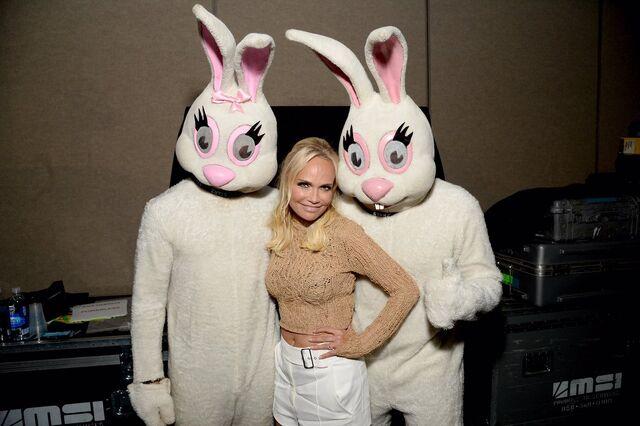 File:Kristin chenoweth easter bunnies.jpg