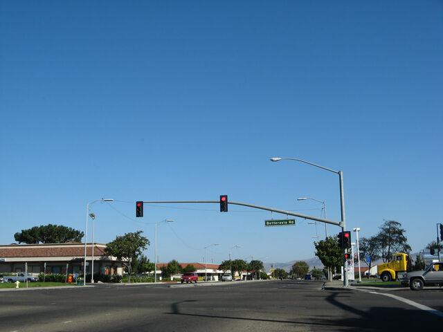 File:Ca-135 nb broadway 07.jpg