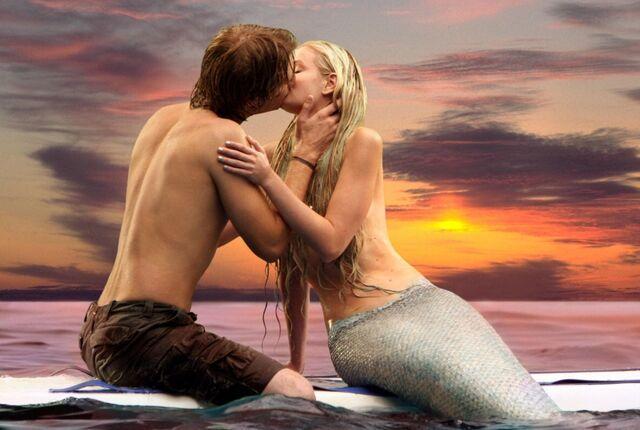 File:Sunset kiss.jpeg