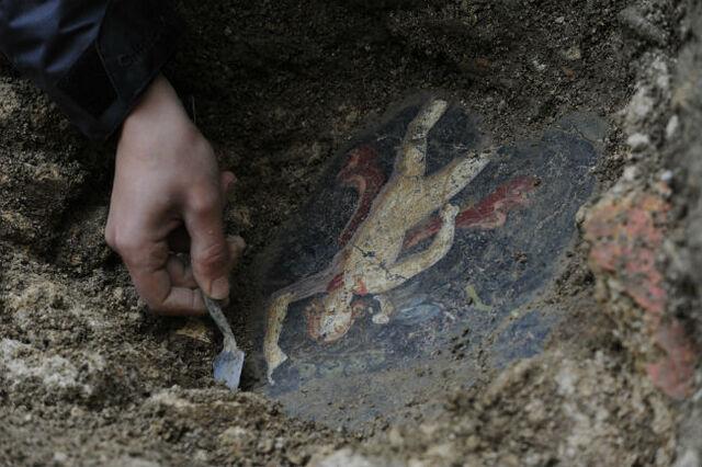 File:Decouvertes-archeologiques-de-l-Hotel-Dieu.jpg