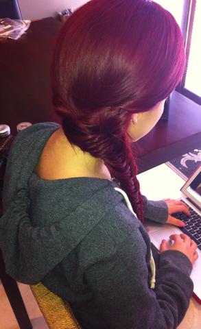 File:Ariana fishtail braid May 11, 2011.png
