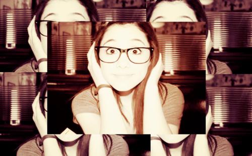 File:ArianaGlasses.png