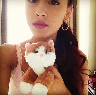 File:Ariana With Her Cat Teddy.jpg