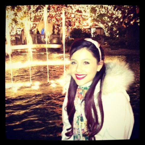 File:Ariana thanksgiving nov 25, 2011.jpg