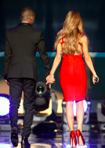 File:Big Sean & ari walking off the stage holding hands.png