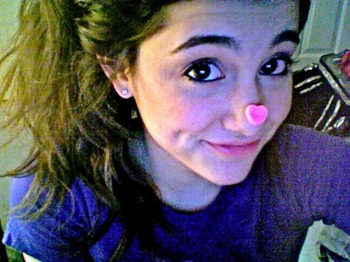 File:Ariana with a heart on her nose.jpg