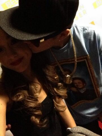 File:Justin kissing ariana on the cheek.jpg