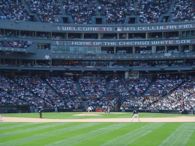 File:U.S. Cellular Field-1195687516-675.jpg