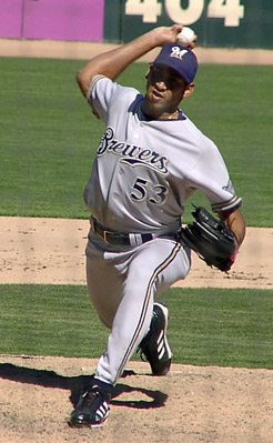 File:Player profile Leo Estrella.jpg