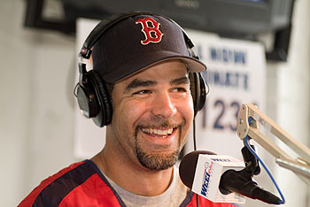 File:Mike-lowell-on-rt.jpg