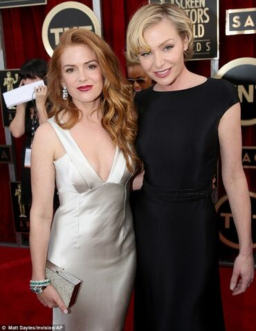 File:2014 SAG Awards - Isla and Portia 01.jpg