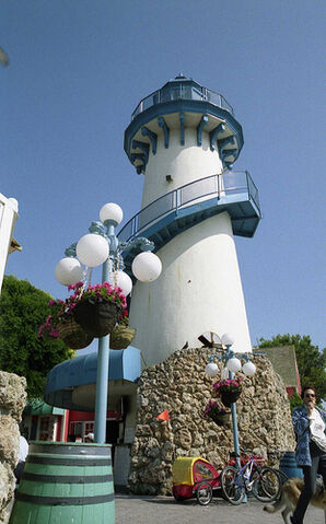 File:The lighthouse behind the Bluth Banana stand.jpg