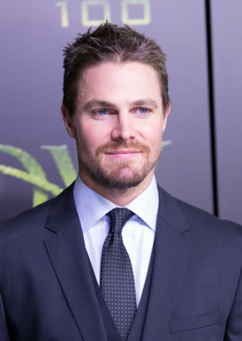 File:Stephen Amell.png