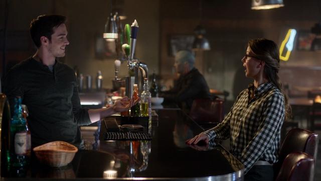 File:Mon-El bartender.png